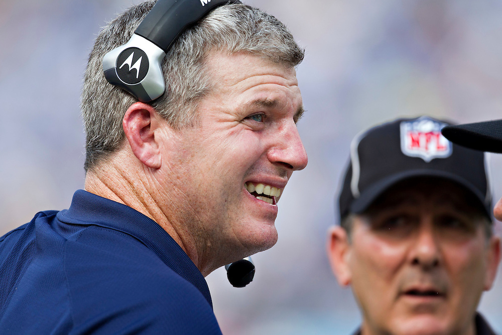 NASHVILLE, TN - SEPTEMBER 18:  Head Coach Mike Munchak of the Tennessee Titans on the sidelines during a game against the Baltimore Ravens at LP Field on September 18, 2011 in Nashville, Tennessee.  The Titans defeated the Ravens 26 to 13.   (Photo by Wesley Hitt/Getty Images) *** Local Caption *** Mike Munchak