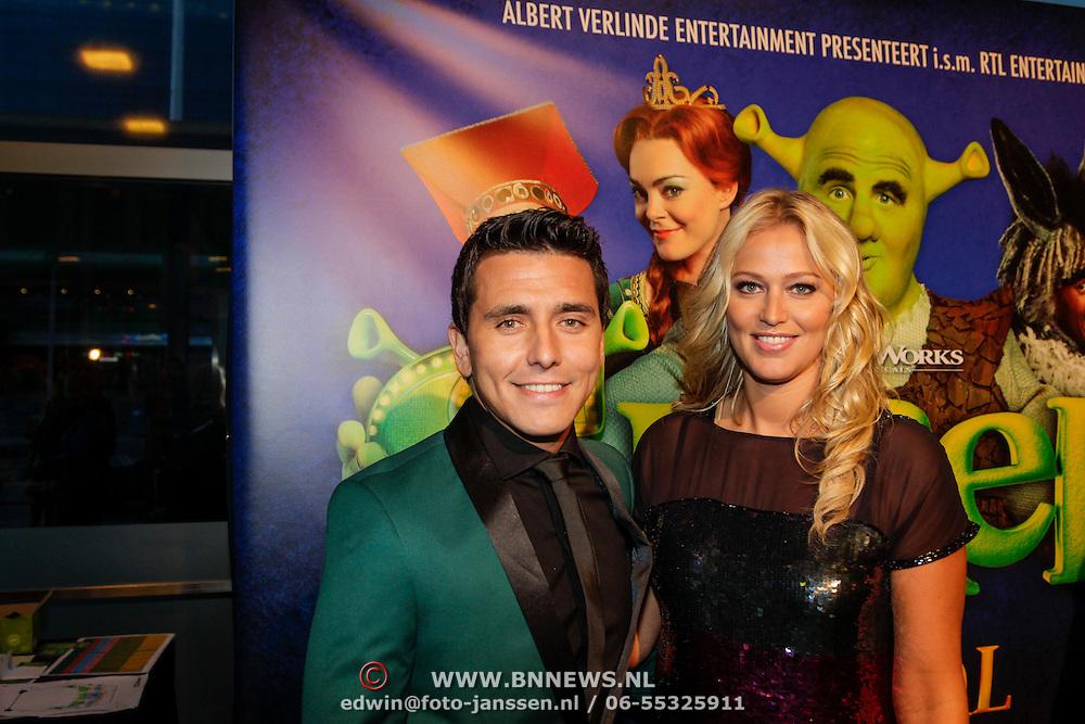 NLD/Amsterdam/20121104 - Premiere Shrek de musical, Jan Smit en partner Liza Plat