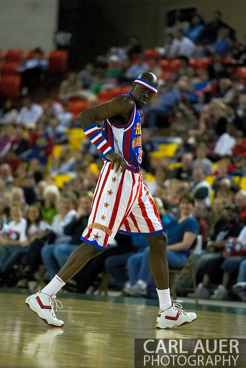 """05 May 2006: Kevin """"Special K"""" Daley hikes up his shorts at the Harlem Globetrotters vs the New York Nationals at the Sulivan Arena in Anchorage Alaska during their 80th Anniversary World Tour."""