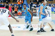 DESCRIZIONE : Trento Lega A 2015-16 Dolomiti Energia Trentino Vanoli Cremona<br /> GIOCATORE : Elston Turner Marco Cusin<br /> CATEGORIA : Controcampo Palleggio Blocco<br /> SQUADRA : Dolomiti Energia Trentino Vanoli Cremona<br /> EVENTO : Campionato Lega A 2015-2016<br /> GARA : Dolomiti Energia Trentino Vanoli Cremona<br /> DATA : 24/01/2016<br /> SPORT : Pallacanestro <br /> AUTORE : Agenzia Ciamillo-Castoria/G. Contessa<br /> Galleria : Lega Basket A 2015-2016 <br /> Fotonotizia : Trento Lega A 2015-16 Dolomiti Energia Trentino Vanoli Cremona