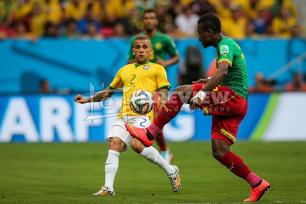 Daniel Alves na partida entre Brasil x Camarões, válida pela fase de grupos da Copa do Mundo 2014, no Estádio Mané Garrincha, em Brasíia. FOTO: Jefferson Bernardes/ Agência Preview