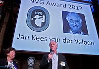 UTRECHT -  NVG Award 2013 voor Jan Kees van der Velden  tijdens het NVG congres met als thema 'vinden& binden'. NVG voorzitter Jacqueline Lambrechtse reikt uit.  COPYRIGHT KOEN SUYK