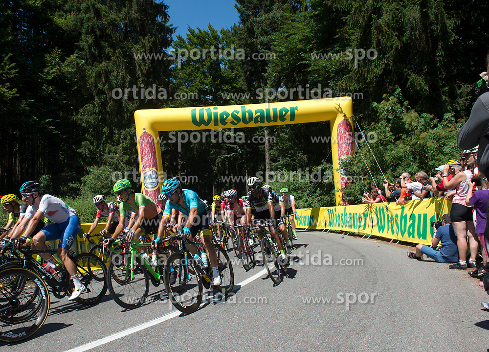 05.07.2017, Altheim, AUT, Ö-Tour, Österreich Radrundfahrt 2017, 3. Etappe von Wieselburg nach Altheim (226,2km), im Bild das Feld am Turmberg, Oberösterreich // the peleton climbing the Turmberg during the 3rd stage from Wieselburg to Altheim (199,6km) of 2017 Tour of Austria. Altheim, Austria on 2017/07/05. EXPA Pictures © 2017, PhotoCredit: EXPA/ Reinhard Eisenbauer