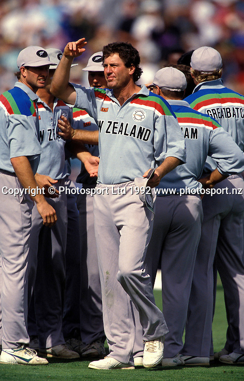 John Wright in charge of the NZ team, New Zealand Black Caps v Pakistan, one day international cricket, world cup semi-final, Eden Park, Auckland. 20 March 1992. Photo: Andrew Cornaga/PHOTOSPORT
