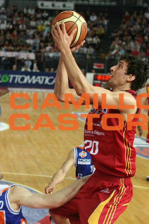 DESCRIZIONE : Roma Lega A1 2007-08 Playoff Quarti di Finale Gara 1 Lottomatica Virtus Roma Tisettanta Cantu <br /> GIOCATORE : Roko Leni Ukic <br /> SQUADRA : Lottomatica Virtus Roma <br /> EVENTO : Campionato Lega A1 2007-2008 <br /> GARA : Lottomatica Virtus Roma Tisettanta Cantu <br /> DATA : 11/05/2008 <br /> CATEGORIA : Tiro <br /> SPORT : Pallacanestro <br /> AUTORE : Agenzia Ciamillo-Castoria/G.Ciamillo