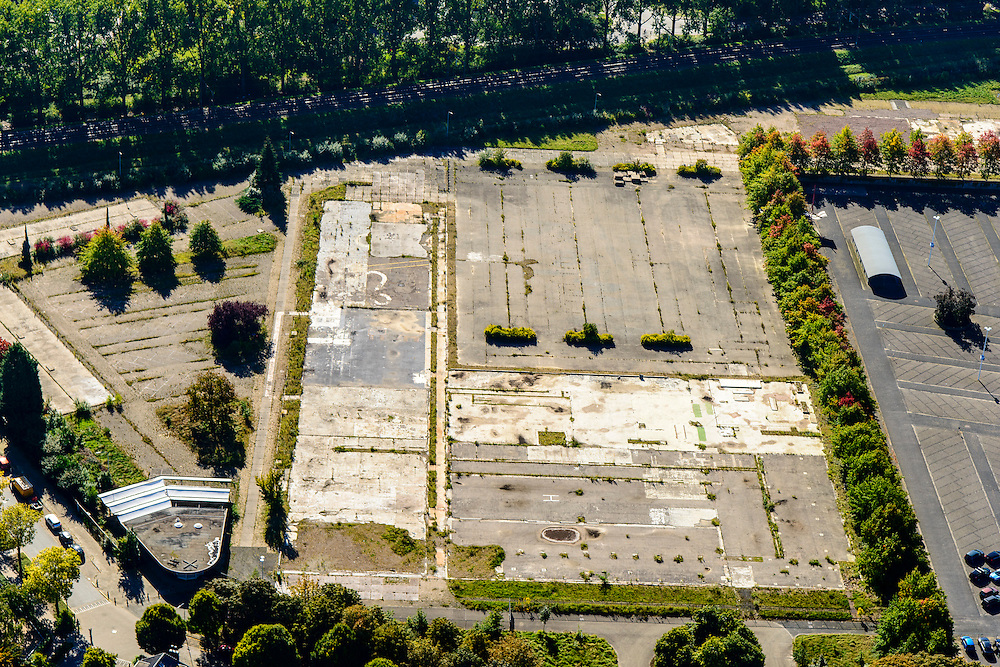 Nederland, Gelderland, Arnhem, 30-09-2015; Oost-Arnhem. Fabrieksterrein van de voormalige ENKA fabriek (Nederlandse Kunstzijdefabriek), onderdeel van AKZO.<br /> Arnhem East with empty lot, former rayon factory (part of Akzo Nobel).<br /> luchtfoto (toeslag op standard tarieven);<br /> aerial photo (additional fee required);<br /> copyright foto/photo Siebe Swart