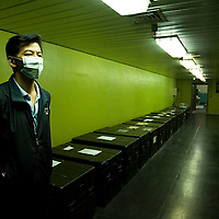 A Taiwanese man keep guard in the tunnels where keep thousands of treasures at the National palace museum in Taipei, Taiwan, on Wednesday  May 20, 2009/ Photographer: Bernardo De Niz/