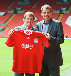 LIVERPOOL, ENGLAND - Thursday, April 30, 2009: Former Liverpool manager Kenny Dalglish and captain Alan Hansen at Anfield for the launch of the Hillsborough Memorial game. The match will be between a Liverpool FC legends side and a team off 'All Stars' at Anfield on May 14. (Photo by David Rawcliffe/Propaganda)