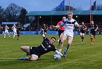 Rugby Union - 2019 / 2020 Gallagher Premiership - Saracens vs. Bristol Bears<br /> <br /> Saracens' Ben Spencer battles for possession with Bristol Bears' Toby Fricker, at Allianz Park.<br /> <br /> COLORSPORT/ASHLEY WESTERN