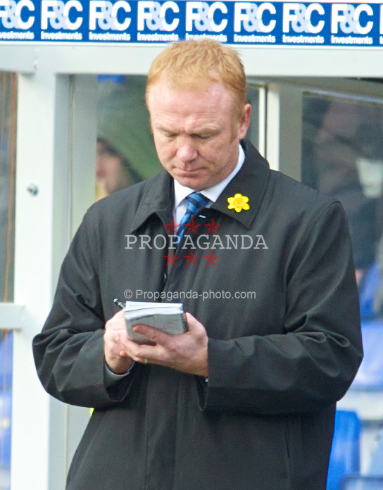 BIRMINGHAM, ENGLAND - Saturday, March 13, 2010: Birmingham City's manager Alex McLeish makes notes during the Premiership match against Everton at St Andrews. (Photo by David Rawcliffe/Propaganda)
