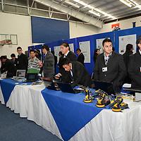 Metepec, México.- Estudiantes del Instituto Tecnológico de Toluca participaron en la Expo Halcón 2014, en donde se presentaron 125 proyectos tecnológicos y 46 prototipos que buscan desarrollar tecnología que beneficie al sector empresarial y propicie mayor crecimiento a la entidad.  Agencia MVT / Crisanta Espinosa