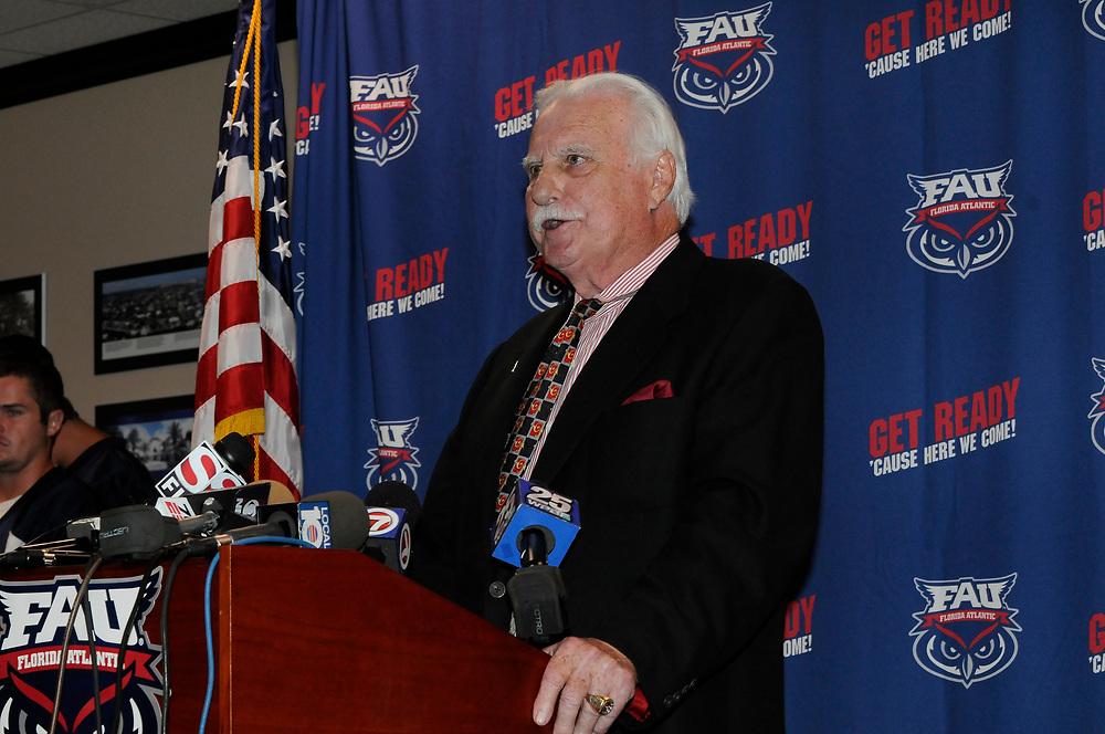 Howard Schnellenberger Retirement Press Conference