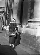Maureen O'Carroll arriving at High Court for Batchelors Peas Case .29/09/1954.<br /> Maureen O'Carroll (neve McHugh; 29/03/1913, - 09/05/1984) was an Irish Labour Party politician who sat from 1954 to 1957 as Teachta Dala (TD) for Dublin North Central, .A school teacher and mother of ten children (see Brendan O'Carroll), O'Carroll was educated at University College Galway and entered politics as a founder of the Lower Prices Council, which campaigned against high prices, scarcity and black marketeering in the aftermath of World War II..She was elected to Dail E?ireann on her first attempt, at the 1954 general election to the 15th Dail, when she was the third candidate to be elected in the three-seat Dublin North Central constituency, defeating sitting Fianna Faeil TD Colm Gallagher. She served as Labour's Chief Whip from 1954 to 1957..At the 1957 general election, she was defeated and Gallagher retook the seat. O'Carroll did not stand again for election to the Dail...