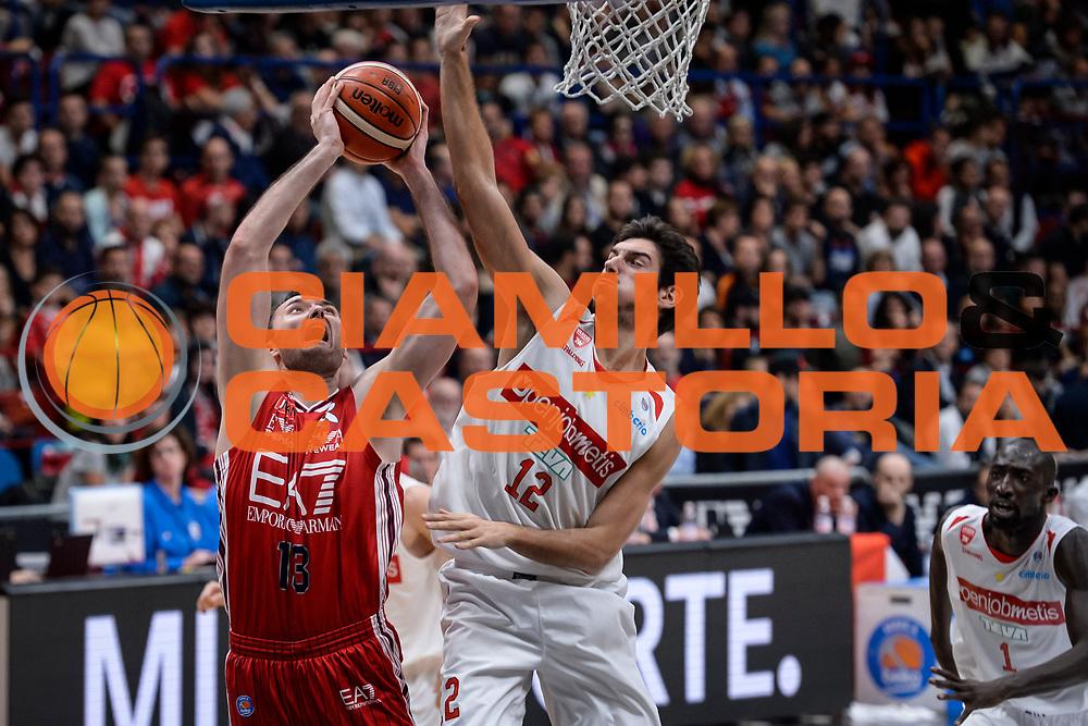 DESCRIZIONE : Milano Lega A 2015-16 Olimpia EA7 Emporio Armani Milano Openjobmetis Varese<br /> GIOCATORE : Milan Macvan<br /> CATEGORIA : Tiro<br /> SQUADRA : Olimpia EA7 Emporio Armani Milano<br /> EVENTO : Campionato Lega A 2015-2016<br /> GARA : Olimpia EA7 Emporio Armani Milano Openjobmetis Varese<br /> DATA : 11/10/2015<br /> SPORT : Pallacanestro<br /> AUTORE : Agenzia Ciamillo-Castoria/M.Ozbot<br /> Galleria : Lega Basket A 2015-2016 <br /> Fotonotizia: Milano Lega A 2015-16 Olimpia EA7 Emporio Armani Milano Openjobmetis Varese