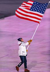 09.02.2018, Olympic Stadium, Pyeongchang, KOR, PyeongChang 2018, Eröffnungsfeier, im Bild Erin Hamlin (USA) // Erin Hamlin of U.S. carries the national flag during the Opening Ceremony of the Pyeongchang 2018 Winter Olympic Games at the Olympic Stadium in Pyeongchang, South Korea on 2018/02/09. EXPA Pictures © 2018, PhotoCredit: EXPA/ Johann Groder