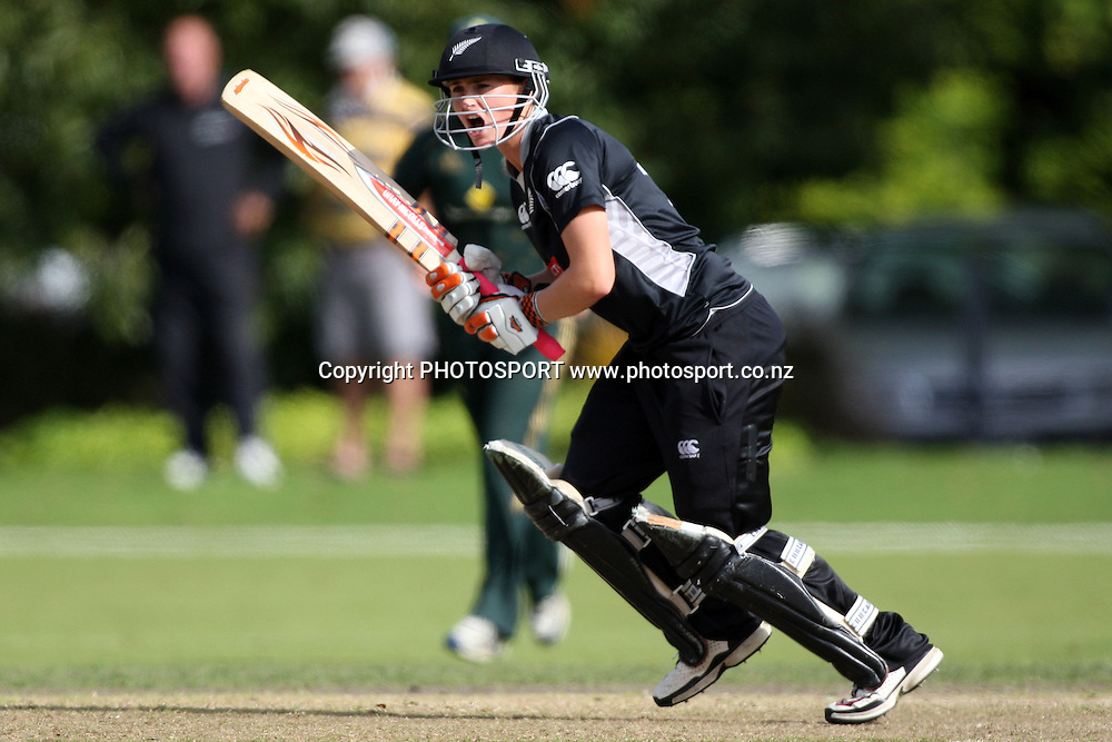 Katey Martin makes a call, New Zealand White Ferns v Australia, Rosebowl cricket series, One day international, Queens Park, Invercargill. 7 March 2010. Photo: William Booth/PHOTOSPORT