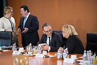 DEU, Deutschland, Germany, Berlin, 15.05.2019: Bundesaussenminister Heiko Maas (SPD) und Bundesumweltministerin Svenja Schulze (SPD) vor Beginn der 52. Kabinettsitzung im Bundeskanzleramt.