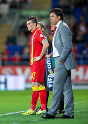 10.09.2013, Stamford Bridge, Cardiff, ENG, FIFA WM Qualifikation, Wales vs Serbien, Rueckspiel, im Bild Wales' substitute Gareth Bale is brought on by manager Chris Coleman against Serbia during the FIFA World Cup Qualifier second leg Match between Wales and Serbia at the Stamford Bridge stadium in Cardiff, Great Britain on 2013/09/10. EXPA Pictures © 2013, PhotoCredit: EXPA/ Propagandaphoto/ Alan Seymour<br /> <br /> ***** ATTENTION - OUT OF ENG, GBR, UK *****