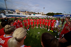 MARBELLA, SPAIN - Tuesday, March 5, 2019: Wales' manager Jayne Ludlow speaks to her players after an international friendly match between Wales and Republic of Ireland at the Estadio Municipal de Marbella. Republic of Ireland won 1-0. (Pic by David Rawcliffe/Propaganda)