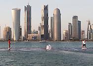 Qatar ExxonMobil Open2011, ATP TennisTurnier, International Series, Khalifa International Tennis & Squash Complex,Doha,Qatar, .Rafael Nadal (ESP und Roger Federer (SUI) spielen Tennis im Wasser, in der Mitte von der West Bay.