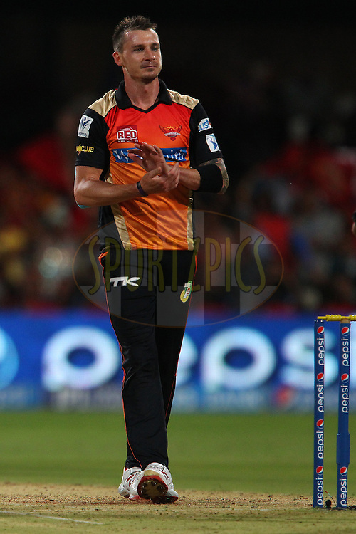 Dale Steyn of the Sunrisers Hyderabad applauds the shot by AB de Villiers of the Royal Challengers Bangalore during match 24 of the Pepsi Indian Premier League Season 2014 between the Royal Challengers Bangalore and the Sunrisers Hyderabad held at the M. Chinnaswamy Stadium, Bangalore, India on the 4th May  2014<br /> <br /> Photo by Ron Gaunt / IPL / SPORTZPICS<br /> <br /> <br /> <br /> Image use subject to terms and conditions which can be found here:  http://sportzpics.photoshelter.com/gallery/Pepsi-IPL-Image-terms-and-conditions/G00004VW1IVJ.gB0/C0000TScjhBM6ikg