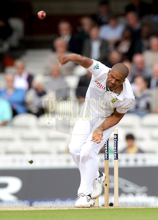 © Andrew Fosker / Seconds Left Images 2012 - South Africa's Vernon Philander bowls  England v South Africa - 1st Investec Test Match -  Day 1 - The Oval  - London - 19/07/2012