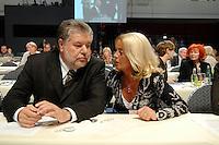 27 OCT 2007, HAMBURG/GERMANY:<br /> Kurt Beck, SPD Parteivorsitzender und seine Ehefau Roswitha Beck, SPD Bundesparteitag, CCH<br /> IMAGE: 20071027-01-182<br /> KEYWORDS: wife