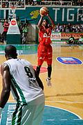 DESCRIZIONE : Siena Lega A 2008-09 Playoff Finale Gara 2 Montepaschi Siena Armani Jeans Milano<br /> GIOCATORE : Hollis Price <br /> SQUADRA : Armani Jeans Milano<br /> EVENTO : Campionato Lega A 2008-2009 <br /> GARA : Montepaschi Siena Armani Jeans Milano<br /> DATA : 12/06/2009<br /> CATEGORIA : three points<br /> SPORT : Pallacanestro <br /> AUTORE : Agenzia Ciamillo-Castoria/G.Ciamillo