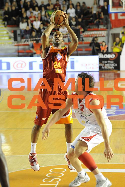 DESCRIZIONE : Roma Lega Basket A 2011-12  Acea Virtus Roma Banca Tercas Teramo<br /> GIOCATORE : Clay Tucker<br /> CATEGORIA : tiro<br /> SQUADRA : Acea Virtus Roma<br /> EVENTO : Campionato Lega A 2011-2012 <br /> GARA : Acea Virtus Roma Banca Tercas Teramo<br /> DATA : 16/04/2012<br /> SPORT : Pallacanestro  <br /> AUTORE : Agenzia Ciamillo-Castoria/GiulioCiamillo<br /> Galleria : Lega Basket A 2011-2012  <br /> Fotonotizia : Roma Lega Basket A 2011-12 Acea Virtus Roma Banca Tercas Teramo<br /> Predefinita :
