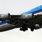 Boeing KLM 747-700 City of Lima stijgt op vanaf Schiphol