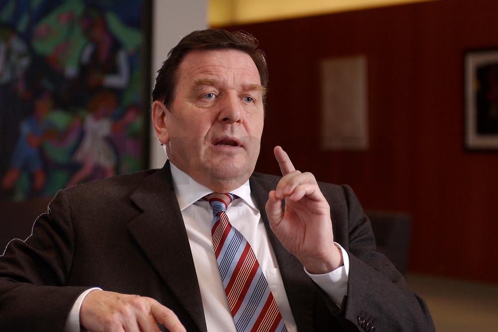 09 JAN 2002, BERLIN/GERMANY:<br /> Gerhard Schroeder, SPD, Bundeskanzler, waehrend einem Interiew, in seinem Buero, Bundeskanzleramt<br /> Gerhard Schroeder, SPD, Federal Chancellor of Germany, during an interview, in his office<br /> IMAGE: 20020109-02-001<br /> KEYWORDS: Gerhard Schröder