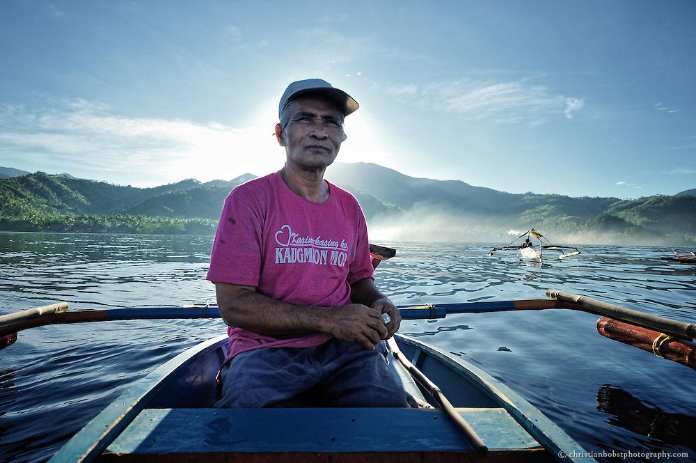 Carlito geht jeden Tag fischen. Im Gegensatz zu früher muss die Familie heute keine Lebensmittel mehr einkaufen. Sie kann sich selbst ernähren.