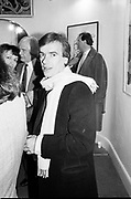 Martin Amis, John Dewe Mathews private view. Gallery 24. Powis Terrace. London W11. 18 March 1987. SUPPLIED FOR ONE-TIME USE ONLY> DO NOT ARCHIVE. © Copyright Photograph by Dafydd Jones 248 Clapham Rd.  London SW90PZ Tel 020 7820 0771 www.dafjones.com