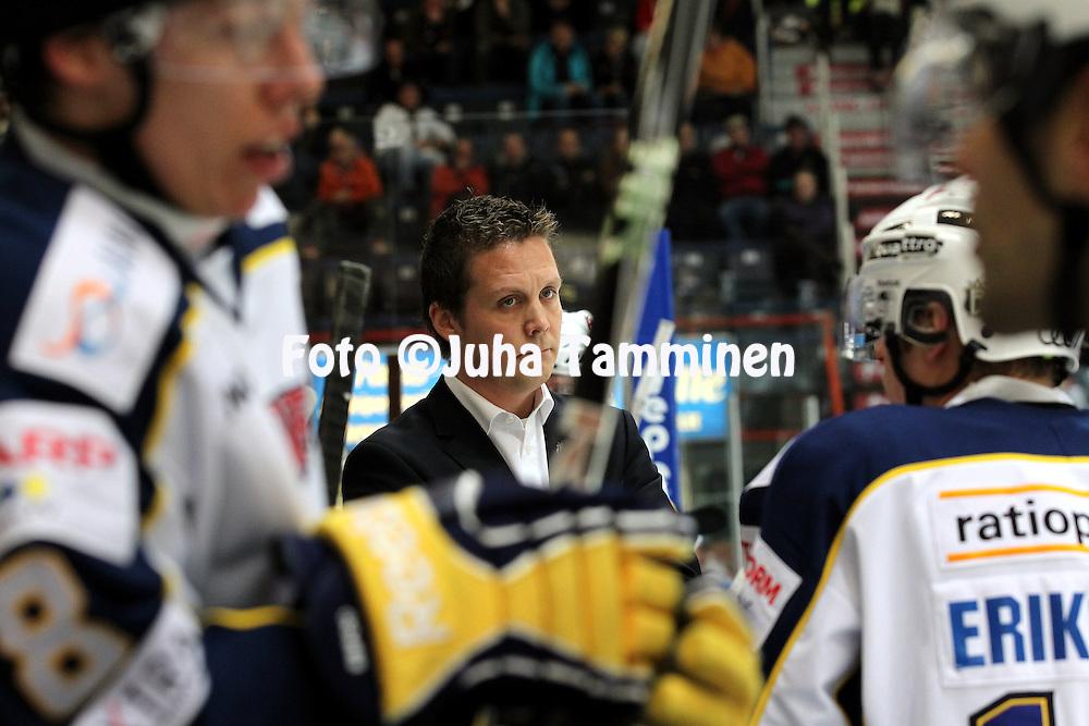1.11.2011, Hmeenlinna...Jkiekon SM-liiga 2011-12. HPK - Blues..Valmentaja Lauri Marjamki - Blues