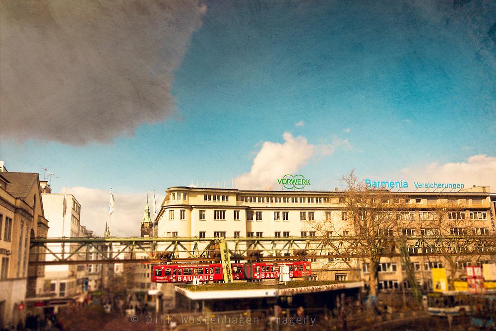 Blick vom Bahnhofsvorplatz auf Schwebebahn und Busbahnhof D&ouml;ppersberg. Versehen mit einem Sch&auml;rfe/Unsch&auml;rfe -effekt, der den Eindruck eines Modellbauanblicks vemittelt.<br /> Retro-look mit starken Farben, etwas weiterer Ausschnitt.