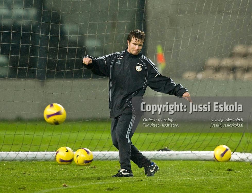 Joonas Kolkka. A-maajoukkueen harjoitukset, Porto, Bessa, 19.11.2007. Photo: Jussi Eskola