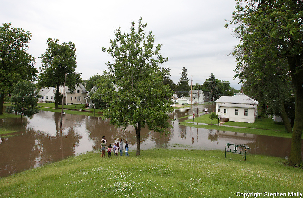 Massive flooding has covered the Midwest section of the United States. In Cedar Rapids, Iowa over 400 blocks were underwater. Other towns are now bracing for the water as it continues downstream.///A group of people stand by a flooded intersection in Cedar Rapids, Iowa.