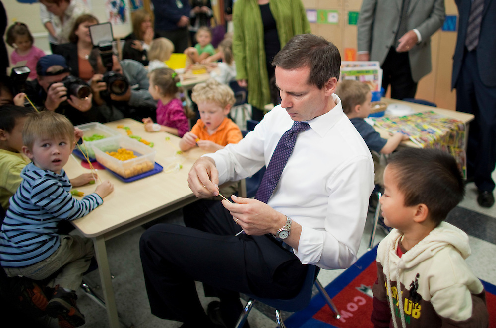 London, Ontario ---10-10-08---  Premier Dalton McGuinty builds necklaces with Alex You, 4, right,  and Cohen Timmins, 4, left, in a full day kindergarten class at Stoney Creek Public School in London, Ontario, October 8, 2010.<br /> GEOFF ROBINS The Globe and Mail
