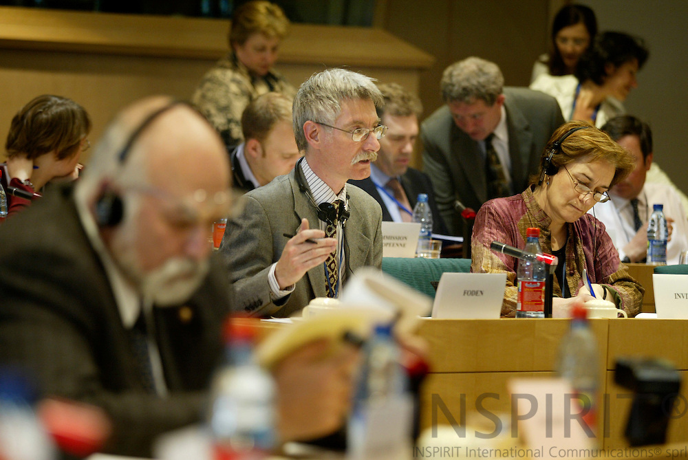 BRUSSELS - BELGIUM - 25 APRIL 2006 -- Research Manager David FODEN (L) presents EUROFOUNDs study on industrial relations in agriculture, in the EP Committee on Agriculture, together with EUROFOUNDs Brussels liaison officer Sylvie JACQUET. PHOTO: ERIK LUNTANG /  INSPIRIT