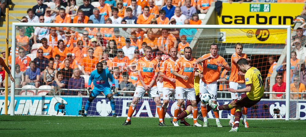 BLACKPOOL, ENGLAND - Sunday, April 10, 2011: Arsenal's Robin Van Persie takes a free-kick against Blackpool during the Premiership match at Bloomfield Road. (Photo by David Rawcliffe/Propaganda)