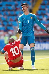 June 23, 2018 - Moscou, Rússia - MOSCOU, MO - 23.06.2018: BÉLGICA Y TÚNEZ - Thibaut Courtois of Belgium raises Wahbi Khazri of Tunisia during match between Belgium and Tunisia valid for the second round of Group G of the 2018 World Cup, held at the Otkrytie Arena in Moscow, Russia. (Credit Image: © Marcelo Machado De Melo/Fotoarena via ZUMA Press)