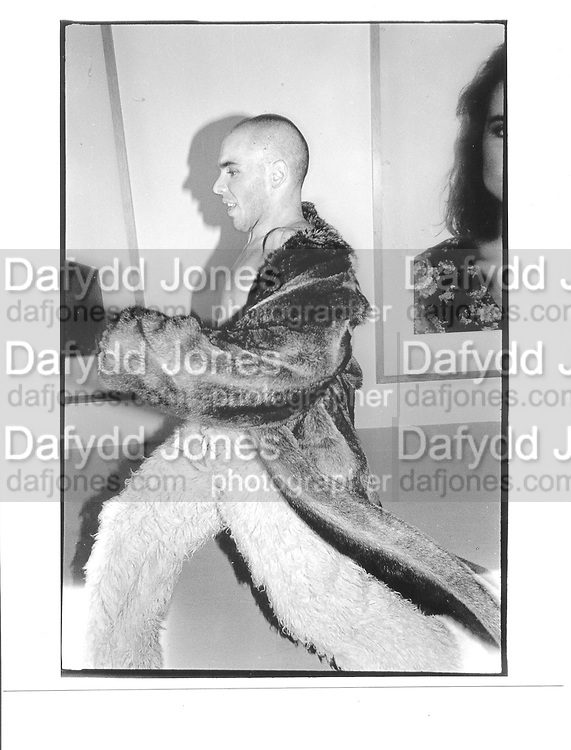 Dancer, Javier de Frutos, Cut & Thrust evening of dance and fashion in The Place, Saatchi Gallery, London 12th Nov 1997© Copyright Photograph by Dafydd Jones 66 Stockwell Park Rd. London SW9 0DA Tel 020 7733 0108 www.dafjones.com