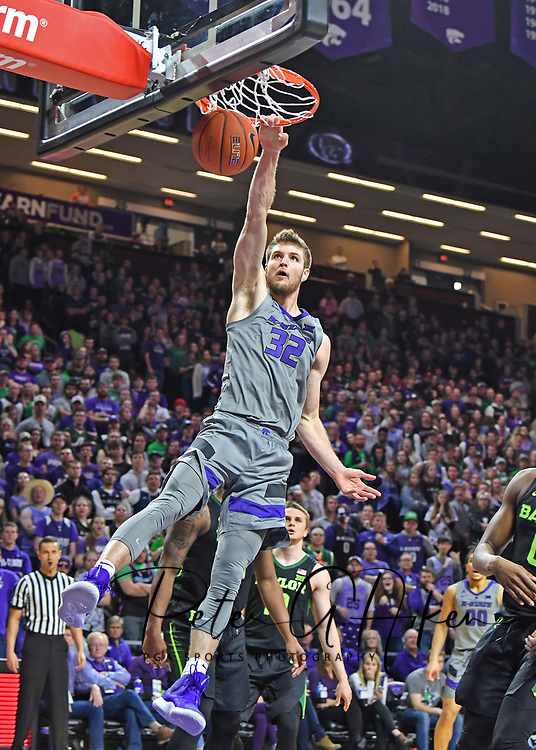 MANHATTAN, KS - MARCH 02:  Dean Wade #32 of the Kansas State Wildcats drives to the basket for a slam dunk during the second half against the Baylor Bears on March 2, 2019 at Bramlage Coliseum in Manhattan, Kansas.  (Photo by Peter G. Aiken/Getty Images) *** Local Caption *** Dean Wade