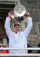 FUSSBALL TRIPELPARTY  SAISON  2012/2013  02.06.2013 Champions Party des FC Bayern Muenchen nach dem Gewinn des DFB Pokal und Triple.  Franck Ribery (FC Bayern Muenchen) jubelt mit dem Champions League Pokal
