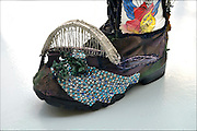 Nederland, Nijmegen, 7-6-2016Een vierdaagseloopster,  Mevr. Lockhorst, maakte een serie thematisch versierde schoenen die met het evenement te maken hebben. Deze heet  Wandelen Door Bevrijd Gebied . De schoenen zijn onderdeel van de vierdaagse expositie die momenteel in museum het Valkhof in Nijmegen gehouden wordt.Foto: Flip Franssen