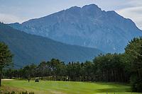MIEMING  Oostenrijk,  - hole 1,  Golf Park Mieminger Plateau.   COPYRIGHT KOEN SUYK