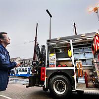 Nederland, Amsterdam , 21 december 2012..Een medewerker van de GVB demonstreert hoe men met afstandbediening de nieuwe truck van het GVB bediend die wordt ingezet bij trams met pech..Foto:Jean-Pierre Jans