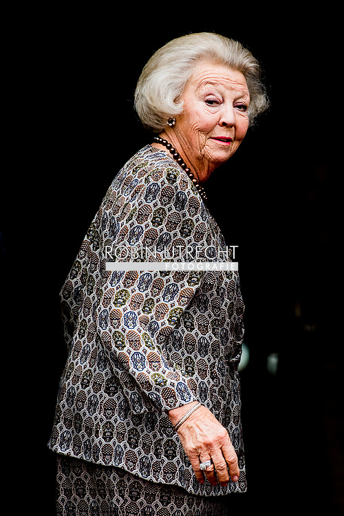 15-6-2017 AMSTERDAM - princess beatrix arrives at the palace in amsterdam  for the  Palace Symposium depopulation of rural areas ROBIN UTRECHT