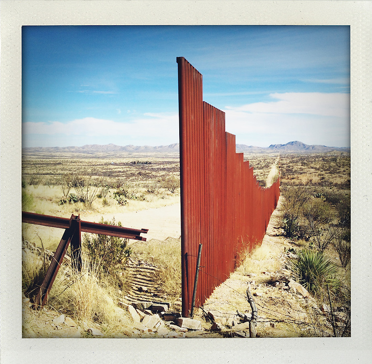 End of border fence somewhere in Arizona. It somewhere starts again...http://www.facebook.com/LaFronteraArtistsAlongTheUsMexicanBorder