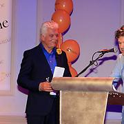 NLD/Hilversum/20130305 - Lancering Max Magazine, Peter Contant overhandigd Jan Slagter het eerste exemplaar